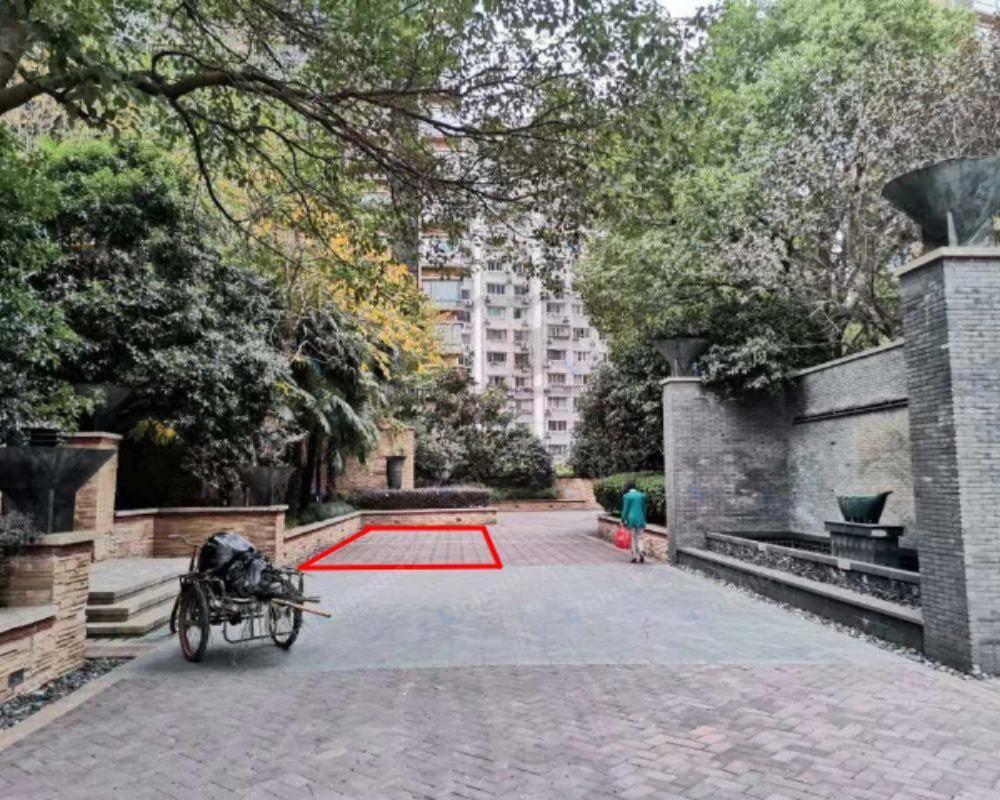 上海上海滩花园 - 北门出入口内过道