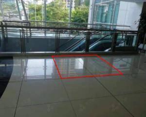 二楼扶梯口