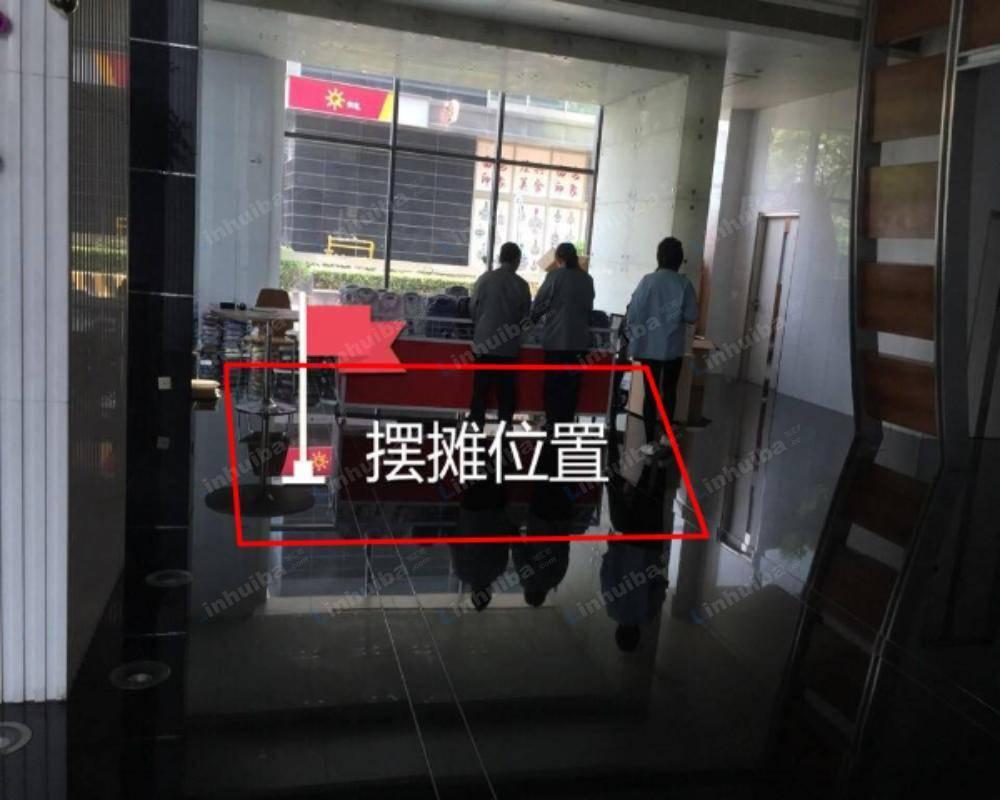 上海中一国际商务大厦 - 大厅旋转门后面