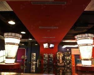 在不影响影院正常营业前提下,位置随意,建议售票处对面