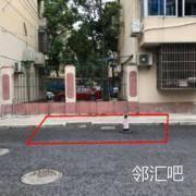 小区门口的街道