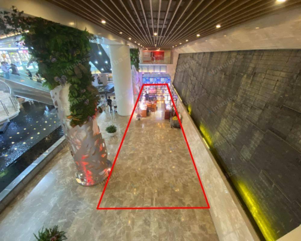 上海徐汇绿地缤纷城 - B1服务台前连廊