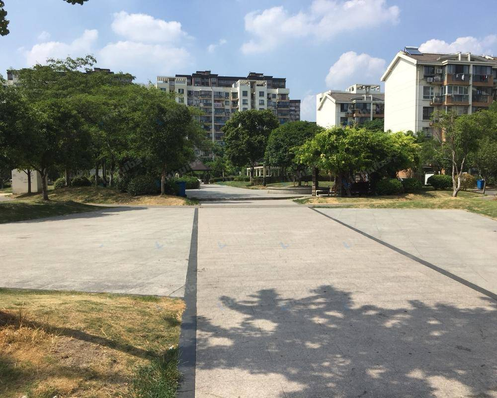 金鹤新城城杰苑 - 小区中心花园