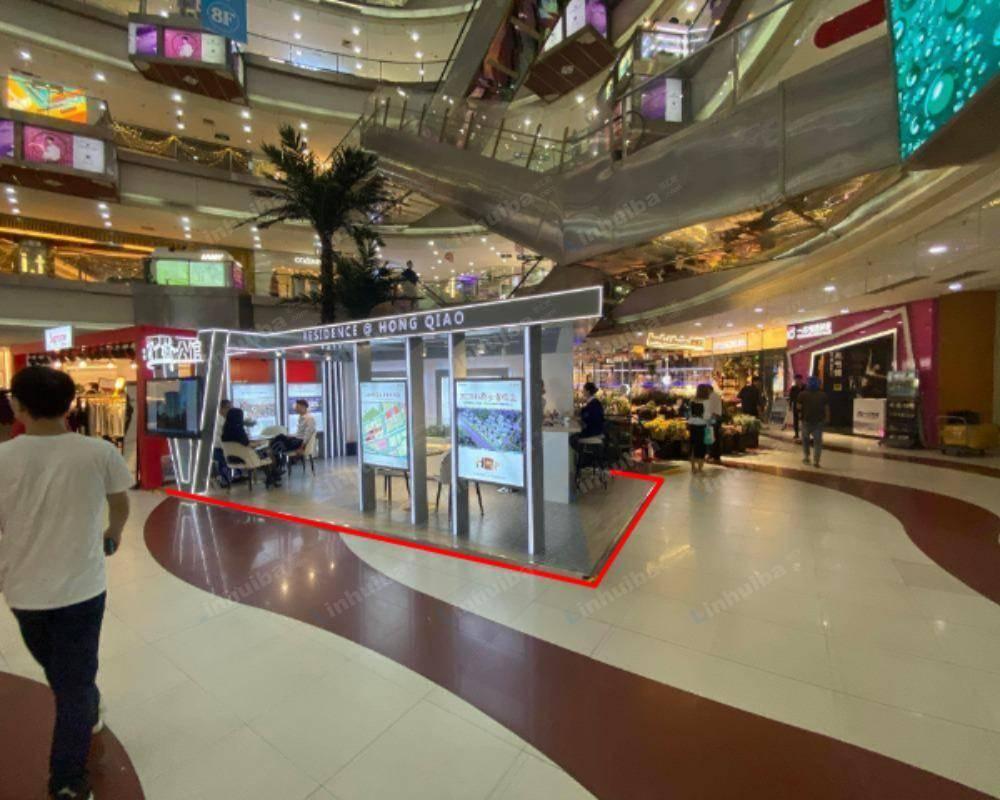 上海龙之梦购物公园 - 红厅扶梯旁