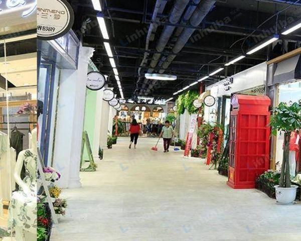 世贸购物中心 - M区一楼中庭