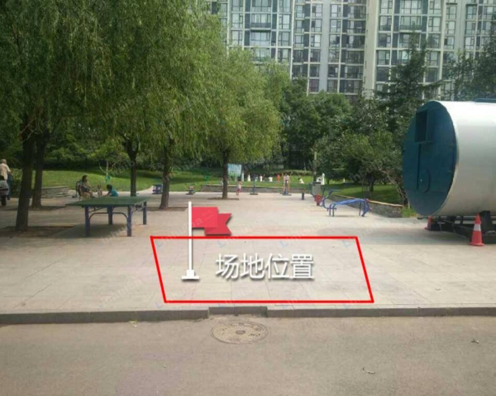 北京天时名苑 - 11号楼前面活动广场