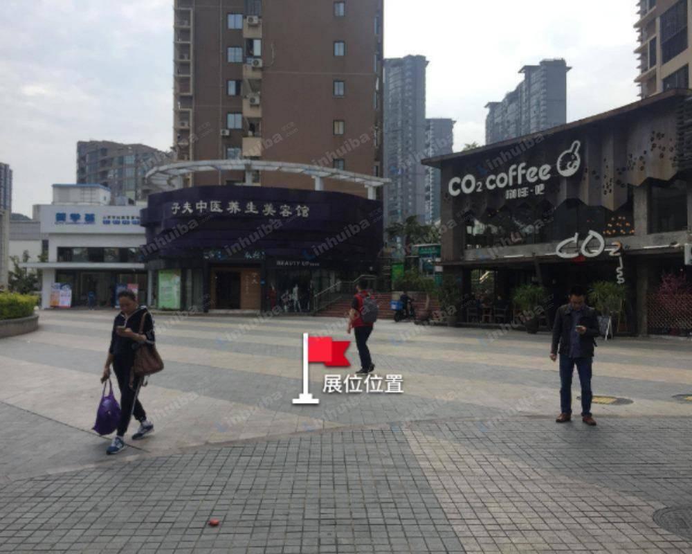 福达里 - 正门前方广场