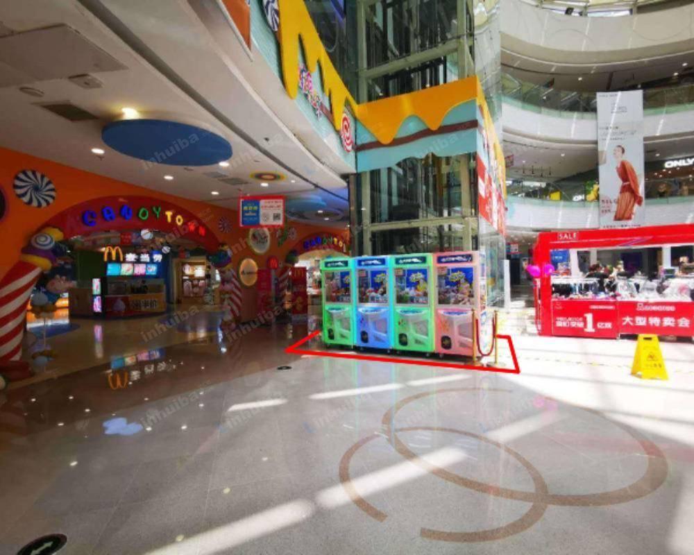 青岛CBD万达广场 - 中庭直梯旁
