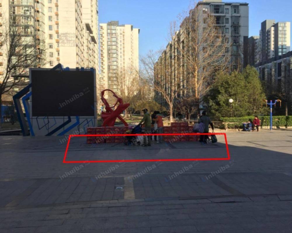 北京炫特区 - 小区西门广场中央