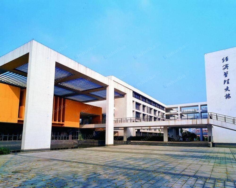 重庆科技学院 - 食堂门口