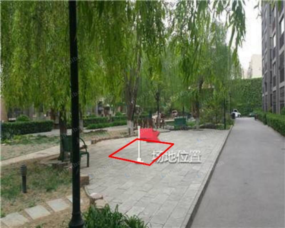 北京西罗园南里京品小区 - 小区东门正对休息场地