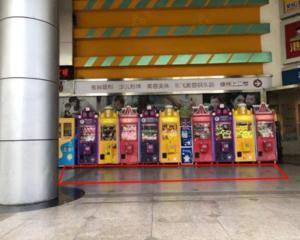 深圳安迪斯儿童广场-门口娃娃机位