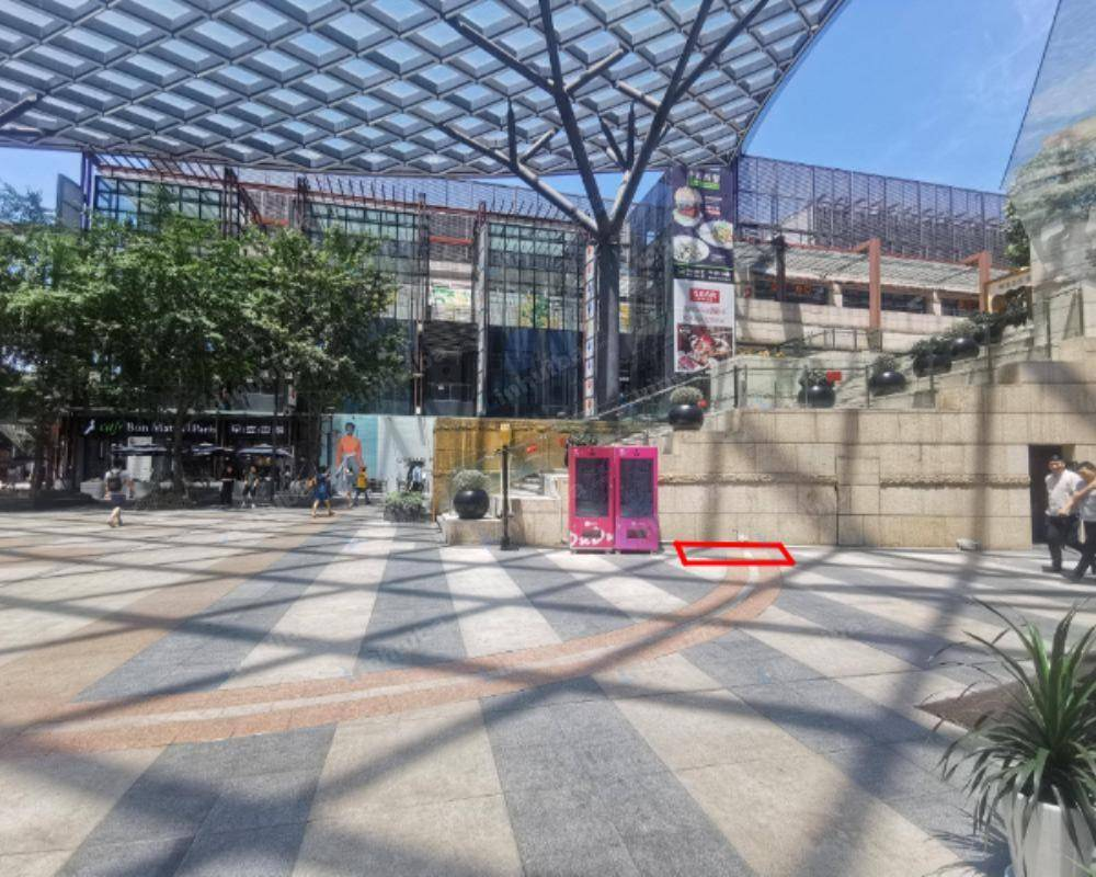 上海徐汇正大乐城 - 一楼中庭旁机器点位