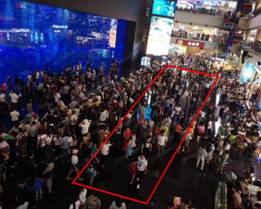 成都海滨城购物中心 - 一楼海洋馆售票处旁空地