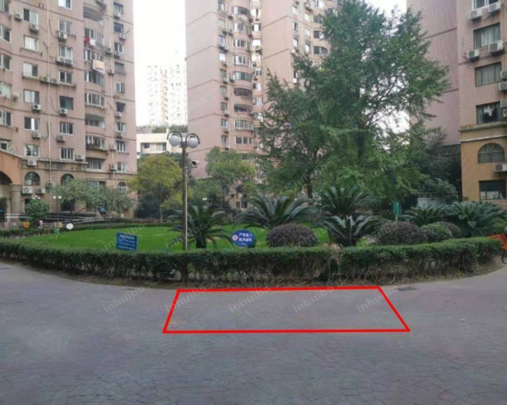 上海三和花园 - 3号楼前空地