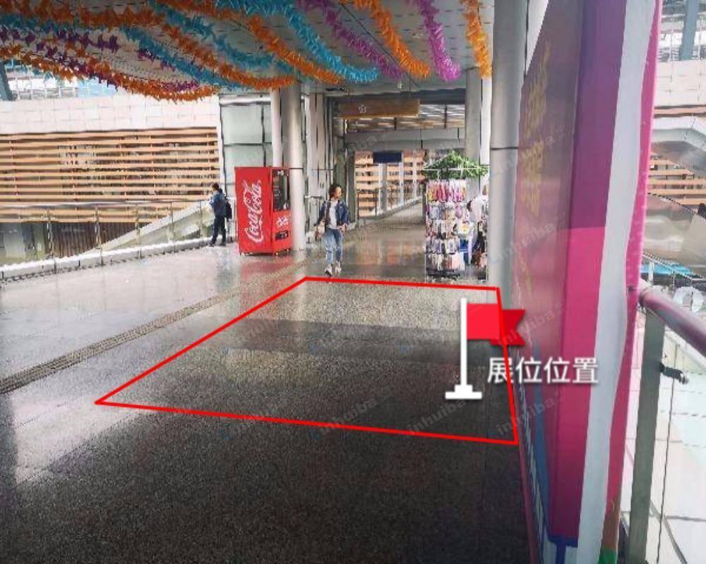 南京马群花园城购物中心 - 二楼地铁出入口过道
