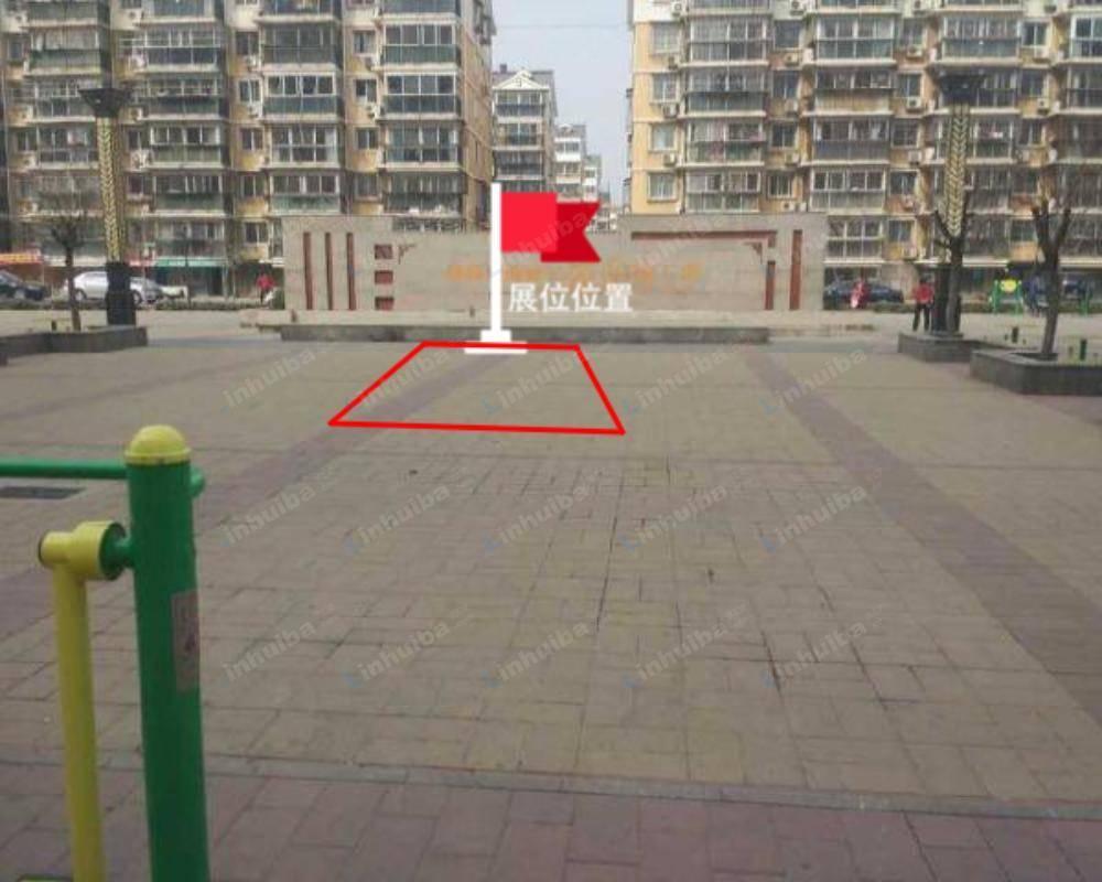 北京世纪家园 - 小区中心广场背景墙前侧