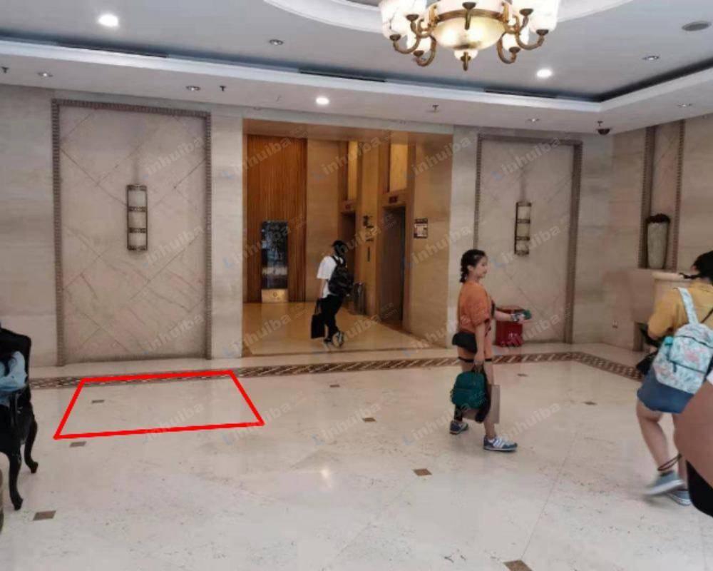 重庆解放碑1号日月光购物中心 - 大厅服务台对面