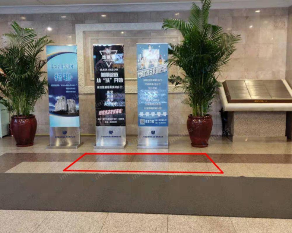 北京富华大厦 - F座一楼大厅靠近花盆旁边