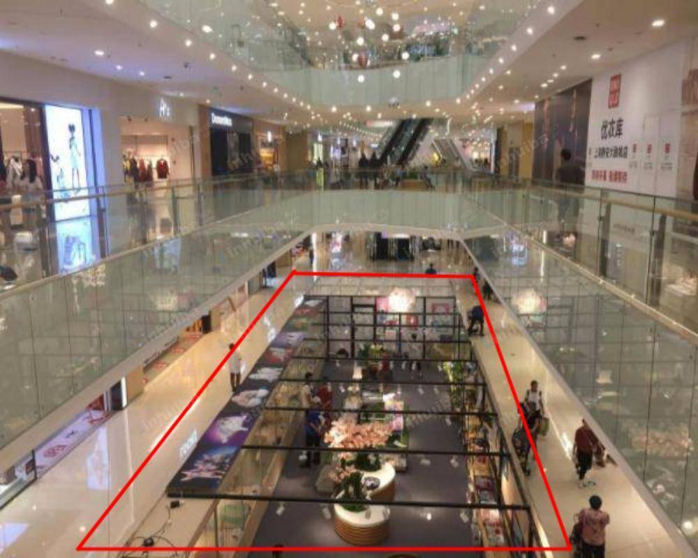 上海静安大融城 - B1连廊
