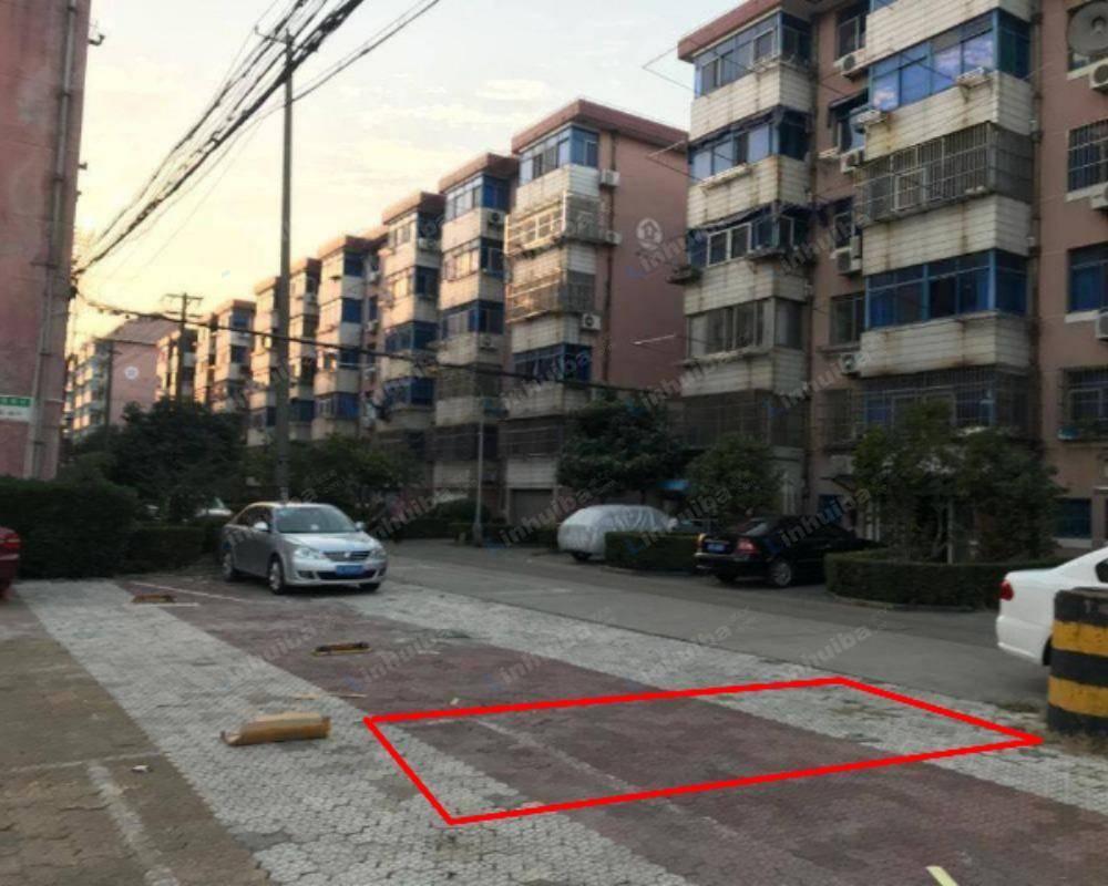 上海钟楼新村 - 小区中心广场停车场