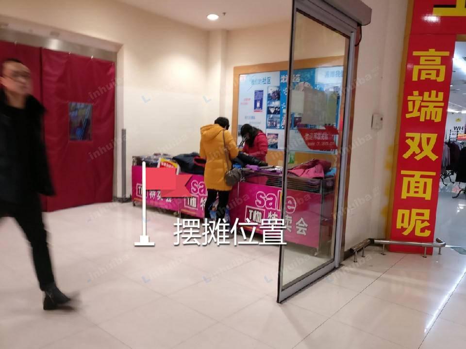 上海乐购沈浦泾店 - 正门两道门之间或出口扶梯上下