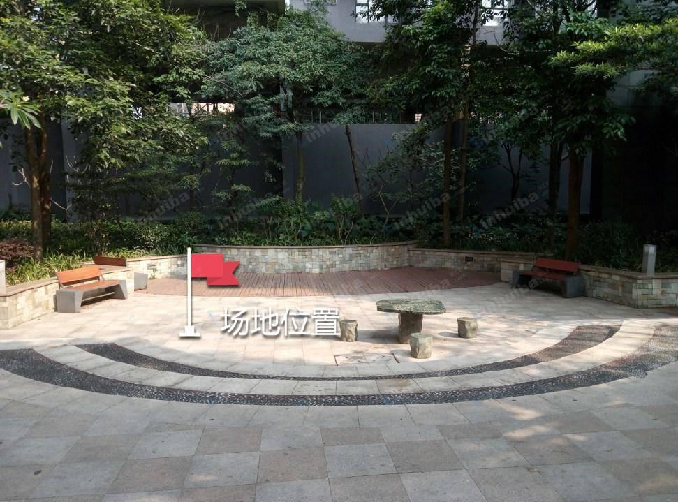深圳花样年花乡家园 - 小区中央位置的园台上