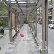 小区中心物业办公室门口走廊
