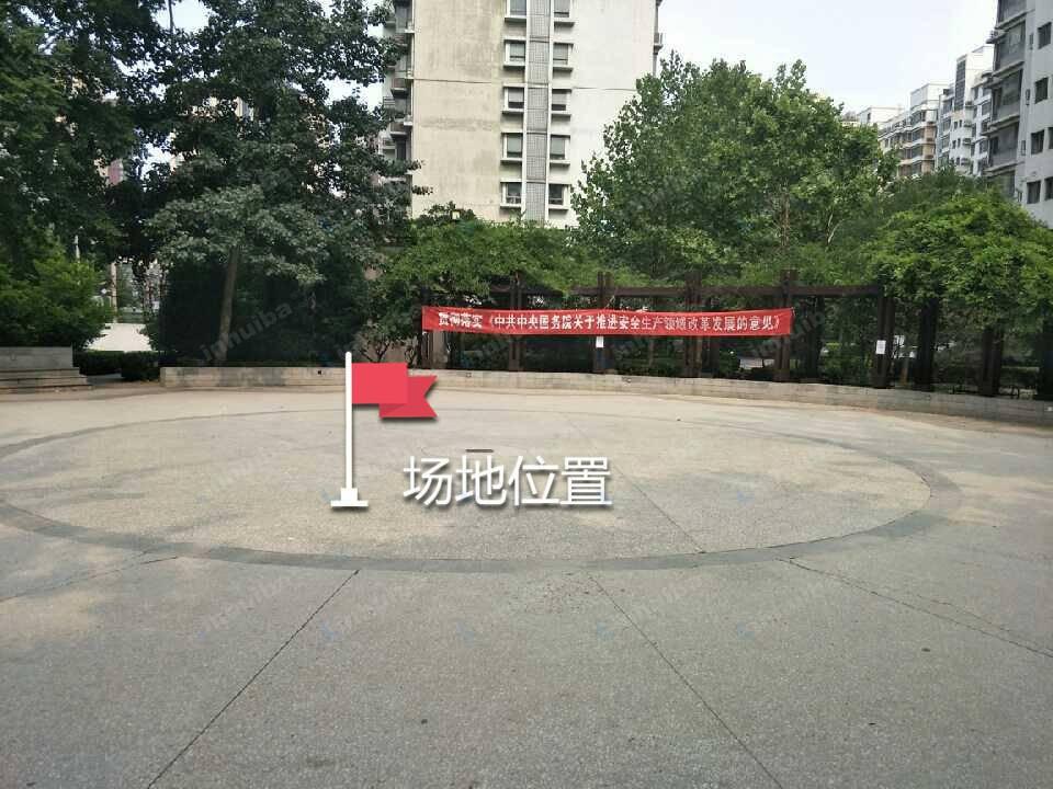 北京逸成东苑 - 中心花园中心位置