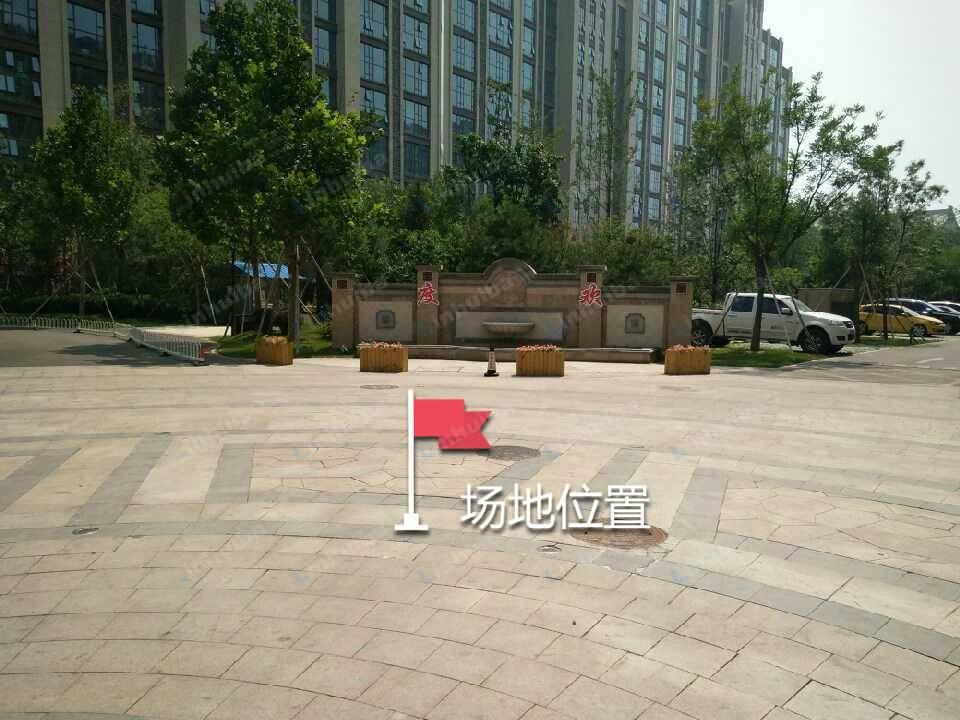 北京珠江四季悦城 - 正门空地两侧或当中
