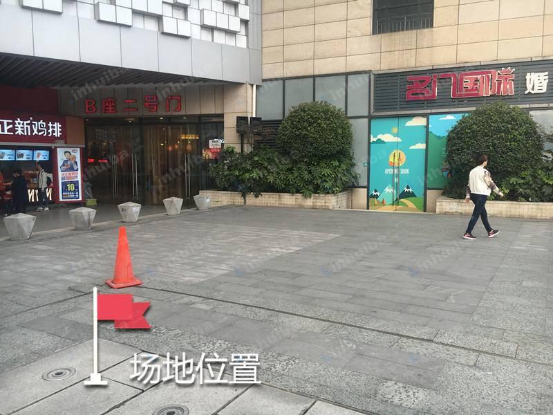 武汉汉阳人信汇 - 连廊正新鸡排前方区域