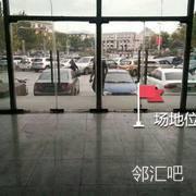 门口玻璃门处