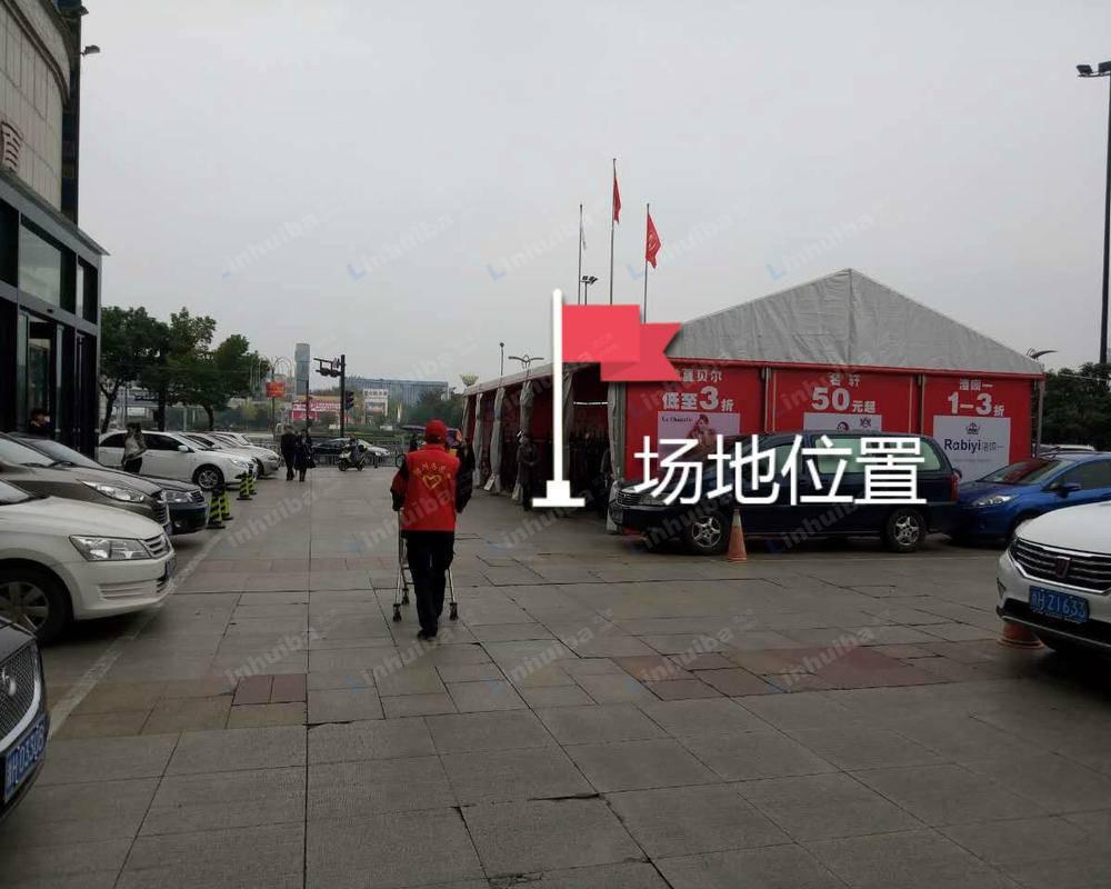 衢州东方商厦(劳动路店) - 广场边上