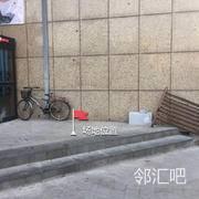 光谷软件园广场右侧老乡鸡正门口