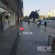 武商亚贸购物中心外部过道中间
