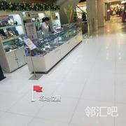 武商亚贸购物中心五楼旋转楼梯旁边